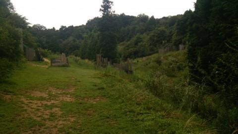 Safetyから見たフィールド風景です。左右の端にそれぞれ砦の一部が見えています。真ん中にあるカート道を挟んでのフラッグ戦をしました!(^^)!
